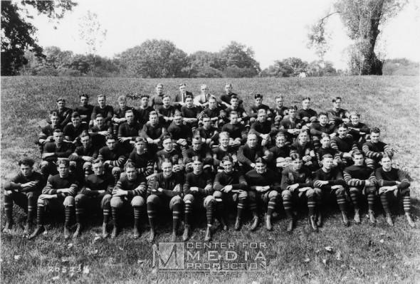 Iowa Haweyes throwback uniform 1922 team photo