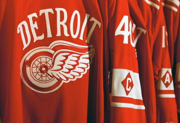 Red Wings Winter Classic Jersey, Captain diamond on sleeves