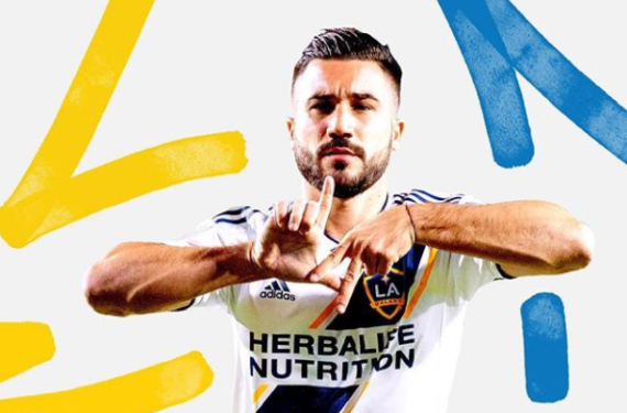 LA Galaxy sticks with the sash for 2018 home kit