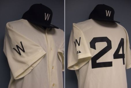 Washington Nationals Throwback to the Senators uniforms