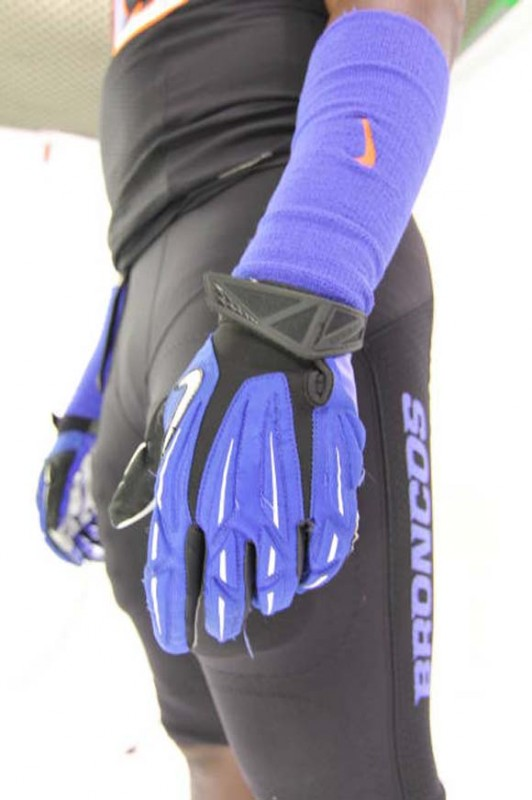 Boise State black black-out nike broncos - blue gloves