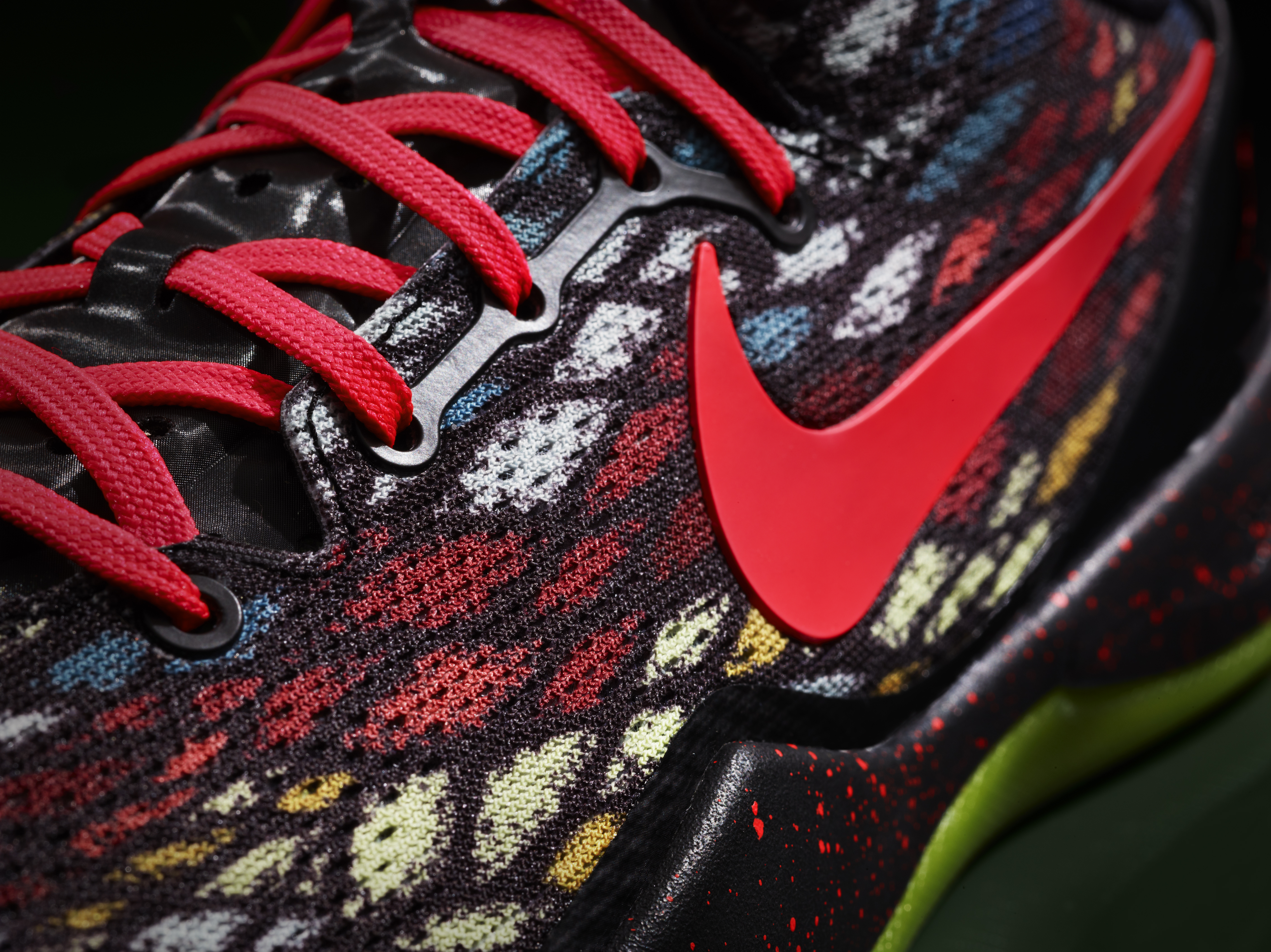 2ef947d6f17c Nike Unveils New Christmas Colorways of Three Signature Shoes ...