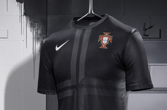 Nike Unveils Trio of New Soccer Kits 22ca93fd9